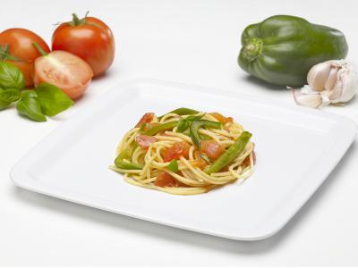Spaghetti al sugo di | peperoni e pomodori
